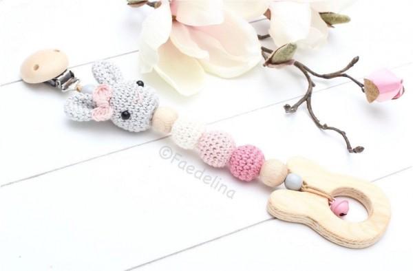 Maxi Cosi Spielkette Wagenkette Anhänger Hase gehäkelt Baby Mädchen rosa/natur