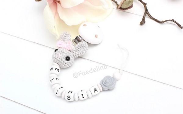 Schnullerkette mit Namen Holz Buchstaben Häkelhase Hase weiss/grau Baby Mädchen