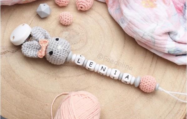 Schnullerkette mit Namen Häkelhase Baby Mädchen grau/natur/apricot Häkelperlen