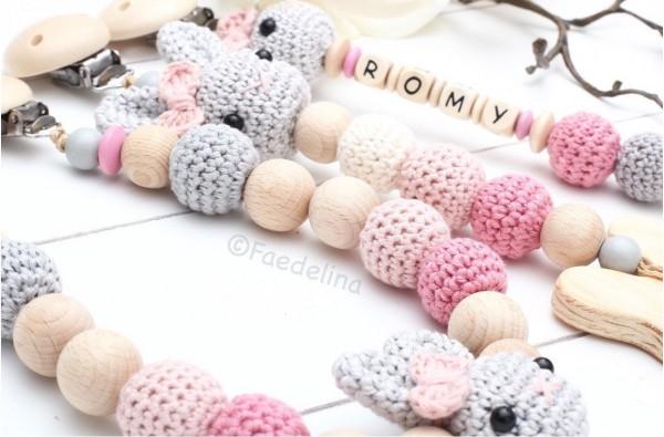 Wagenkette gehäkelt rosa/natur Hase Häkelperlen Baby Mädchen