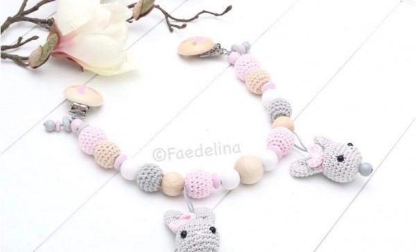 Wagenkette Häkelperlen Hasen Häkelhasen grau/rosa/weiss Baby Mädchen Häkelperlenkette