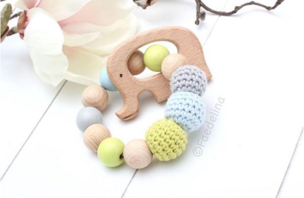 Greifring Greifling Rassel Elefant Baby Junge blau/grau/grün Häkelperlen